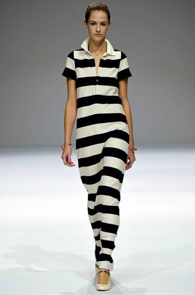 Довге трикотажне плаття в чорно-білу смужку від Veronique Branquinho 530cab28bf3cd
