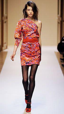 В моді плаття на одне плече - весна-літо 2011  b7af6ebd8d432
