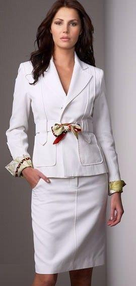 Строгий жіночий діловий костюм - dresscode успішної жінки.